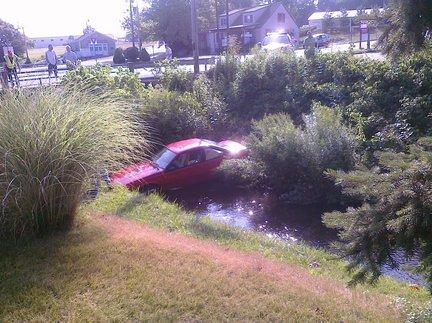 Car-in-creek-b70f86808361fd54_large